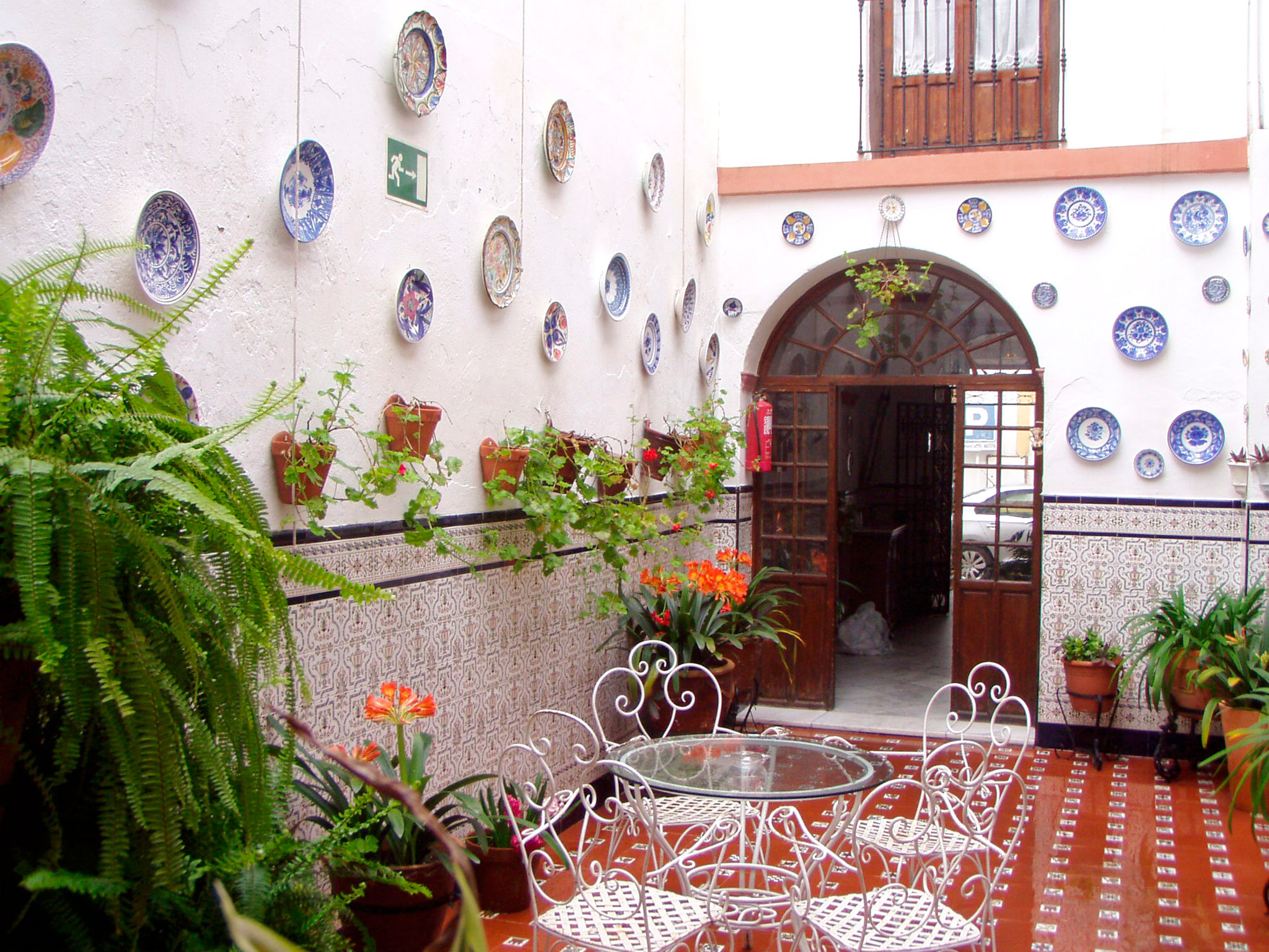 hostal_patio_2.jpg